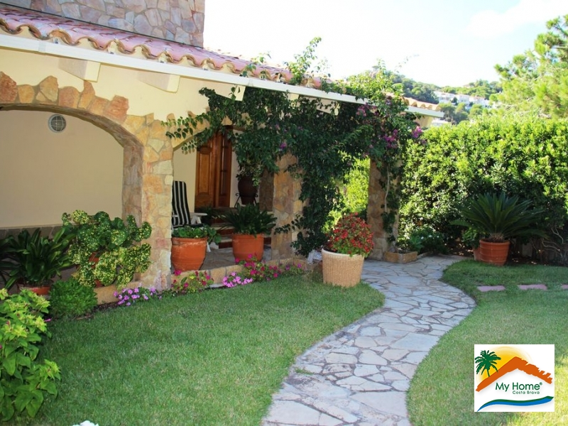 HOUSE & PLOT IN ROCA GROSSA