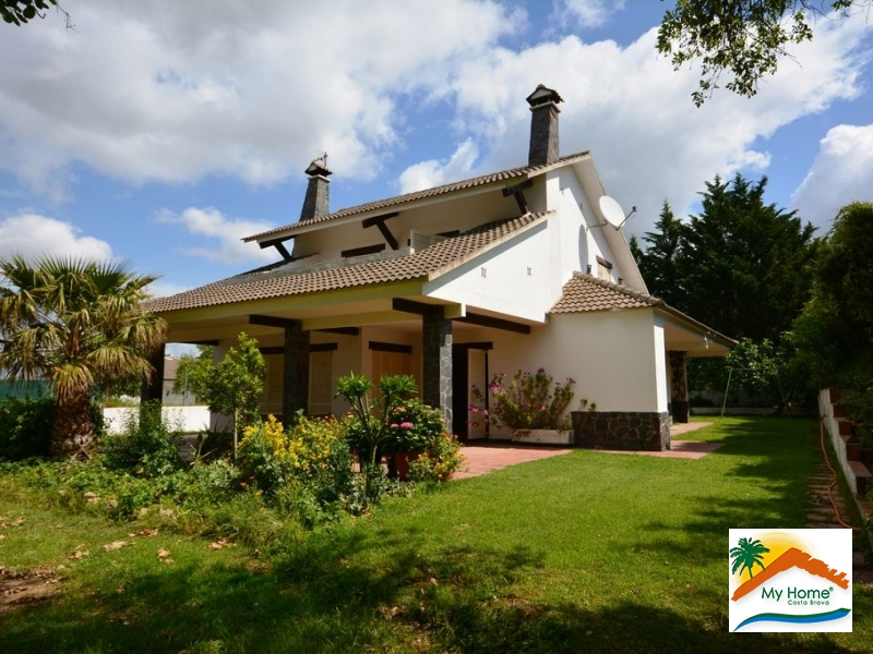 HOUSE ON A GREAT PLAIN PLOT IN PUIG VENTOS.