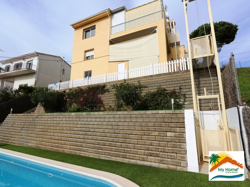 HOUSE WITH POOL AND INDEPENDENT APARTMENT AT AIGUAVIVA PARC