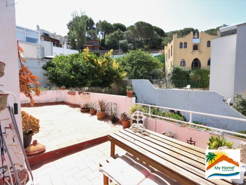APARTMENT WITH LARGE TERRACE IN CALA CANYELLES