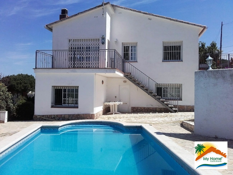 HOUSE WITH POOL AND GARAGE IN AIGUAVIVA PARC