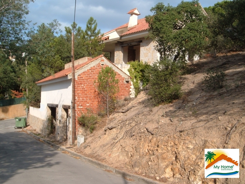 BUILDING PLOT WITH STRUCTURE AND SEA VIEW IN TURO DE LLORET