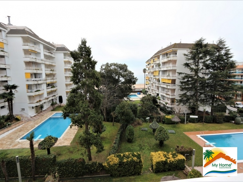 APARTMENT WITH SEA VIEW, POOL AND PARKING IN FENALS