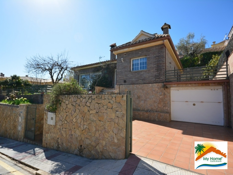 HOUSE WITH GARAGE IN LLORET DE DALT
