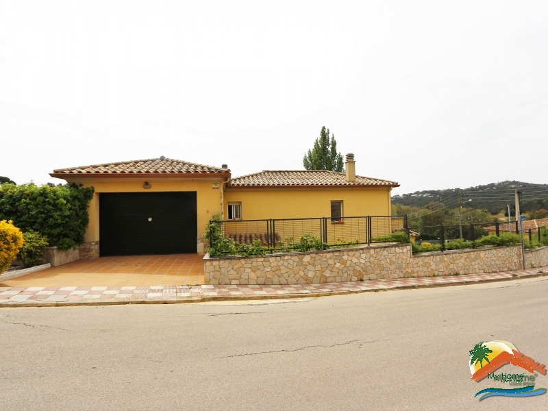 HOUSE WITH GARAGE AND GARDEN IN AIGUAVIVA PARC
