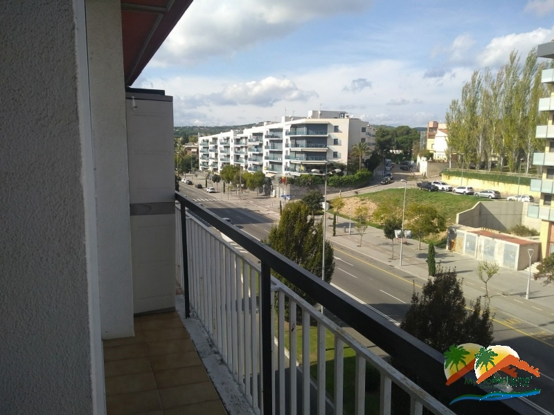 APARTMENT WITH TOURIST PERMIT IN FENALS NEAR THE BEACH