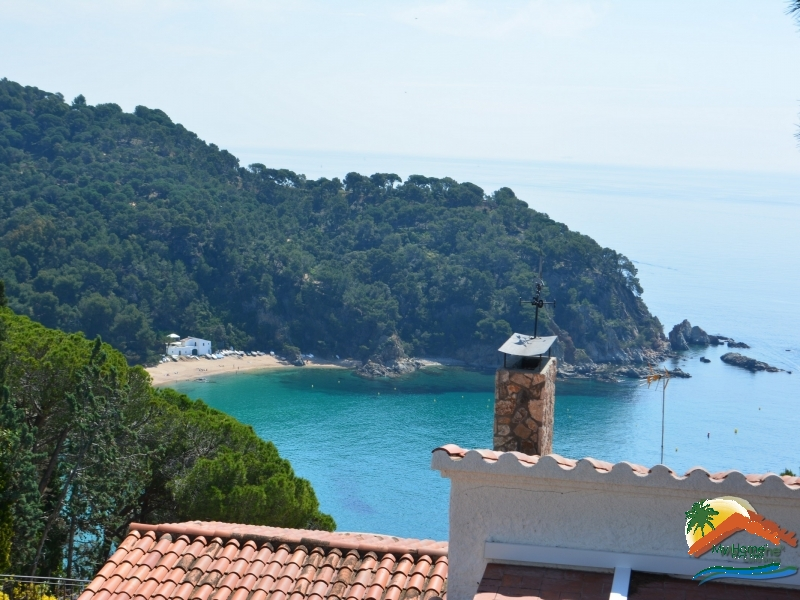 HOUSE WITH0 IMPRESSIVE VIEWS TO THE SEA AND THE BEACH OF CALA CANYELLES