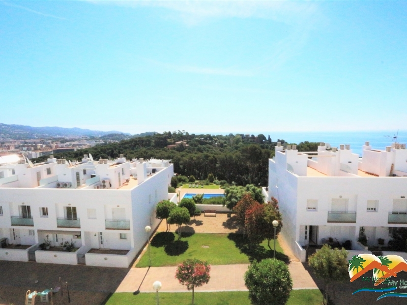 SUPERB TOWN HOUSE WITHIN THE AREA OF SANTA CLOTILDE A STEP FROM THE BEACH AND SEAVIEWS