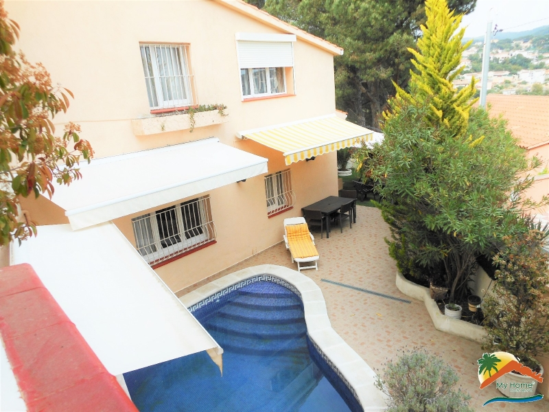 BEAUTIFUL HOUSE WITH 2 SWIMMING POOLS AND GARAGE IN AIGUAVIVA PARC