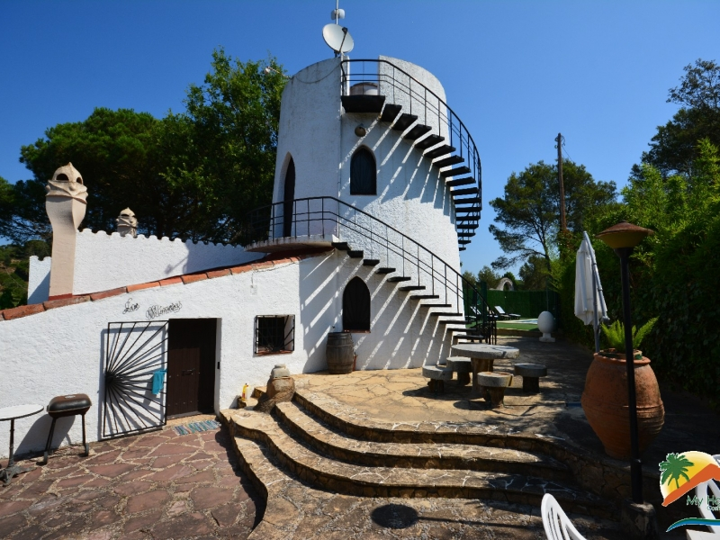 RUSTIC FINCA(4 HOUSES), POOL, QUITE, NEARBY BEACH BETWEEN LLORET DE MAR AND BLANES