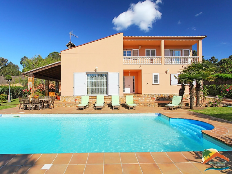 EXCLUSIVE VILLA WITH POOL AND GARAGE IN AIGUAVIVA PARC