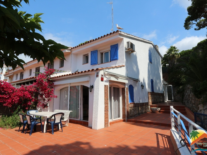 SEMI-DETACHED HOUSE 200m FROM THE BEACH WITH TOURIST LICENSE AND SEA VIEWS
