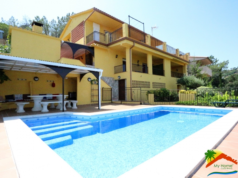 HOUSE WITH 3 APARTMENTS AND SWIMMING POOL IN SERRA BRAVA