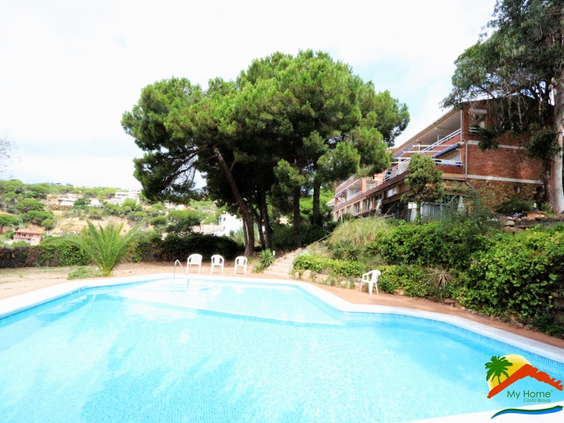 APARTMENT WITH POOL IN CALA CANYELLAS