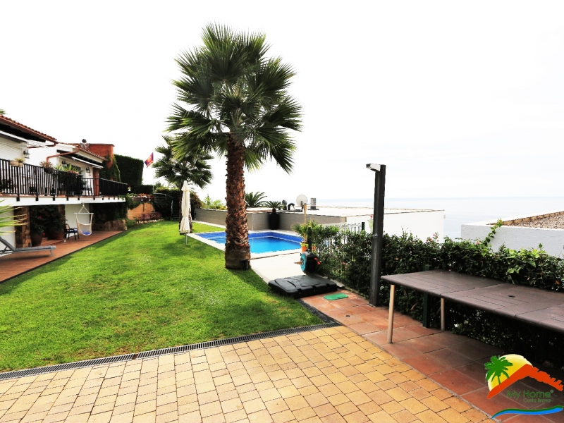 HOUSE WITH SEA VIEWS IN CALA CANYELLES
