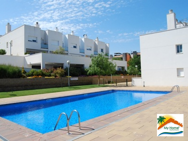 TERRACED HOUSE AT ONLY 100 METERS FROM THE BEACH